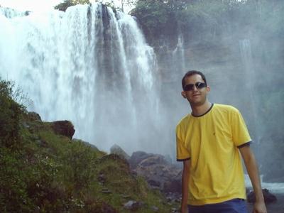 Ricardo Antunes da Costa na Cachoeira do Acaba-Vida