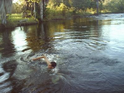 Nadando no Rio de Janeiro, em Barreiras-BA